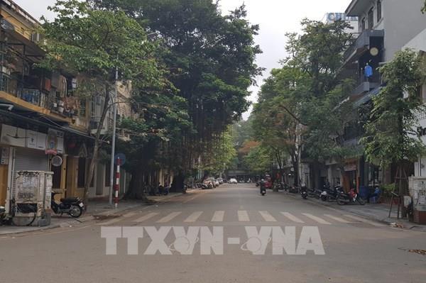 Dịch COVID-19: Người dân Thủ đô nghiêm túc tạm ngừng kinh doanh mặt hàng không thiết yếu