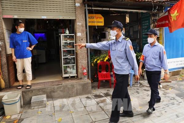 Hà Nội đóng cửa các cơ sở kinh doanh, cửa hàng thiết yếu