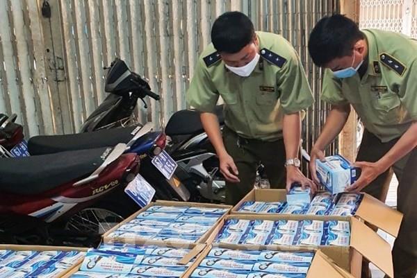 Tạm giữ hơn 72.000 chiếc khẩu trang y tế không rõ nguồn gốc