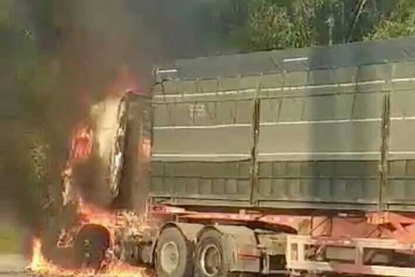 Hà Giang: Cháy xe container, thiệt hại khoảng 2,5 tỷ đồng