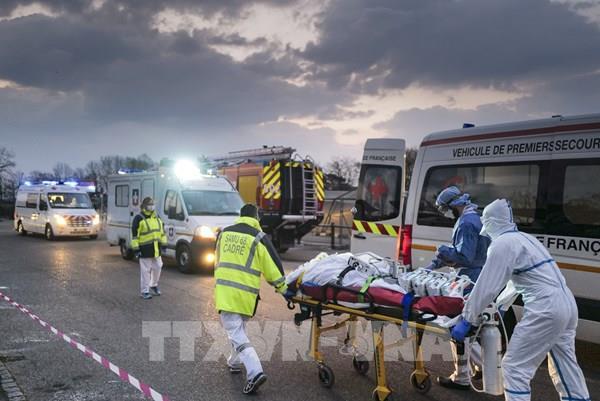 Pháp tiếp tục sơ tán các bệnh nhân ra khỏi vùng dịch