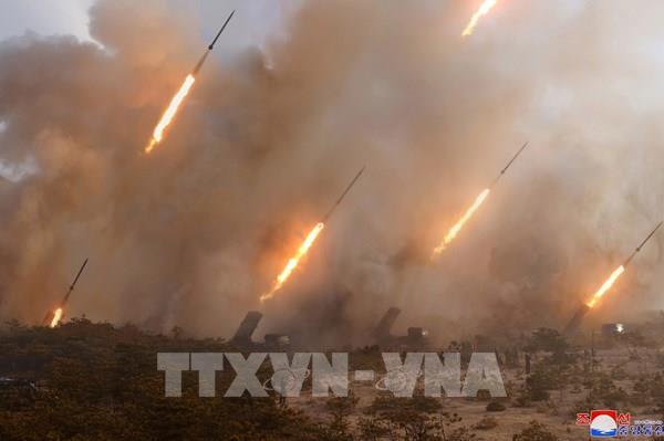 """Triều Tiên thử nghiệm hệ thống phóng tên lửa đa nòng """"siêu lớn"""""""