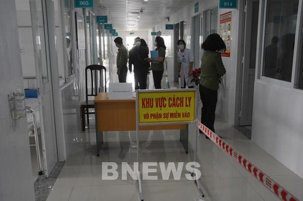 Cập nhật dịch COVID-19 tối 2/4: Hai bệnh nhân nặng đã được cai máy thở.