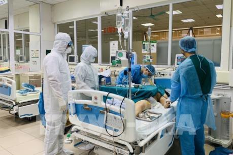 Dịch COVID-19: Tiếp tục theo dõi sát, tích cực điều trị các bệnh nhân nặng