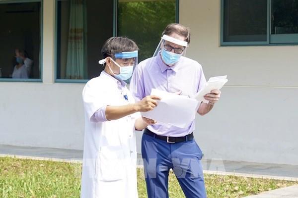 Bệnh nhân người Anh điều trị tại Thừa Thiên - Huế khỏi bệnh