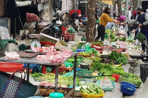 Chợ dân sinh Hà Nội dồi dào thực phẩm tươi sống