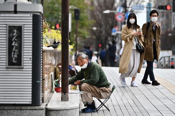 Nhật Bản chia nội các thành hai nhóm ngừa lây nhiễm virus SARS-CoV-2