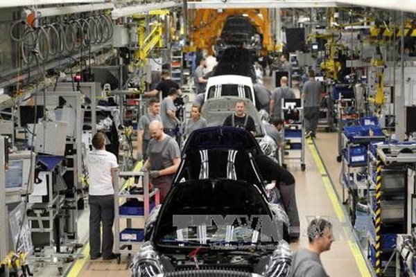 Dịch COVID-19 ảnh hưởng đến 1,1 triệu việc làm trong ngành ô tô của EU