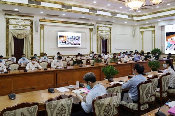Phó Thủ tướng dự phiên hội chẩn trực tuyến với các điểm cầu điều trị COVID-19