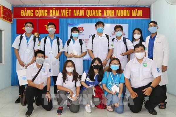 """Sinh viên ngành Y """"xung trận"""" chống dịch COVID-19"""