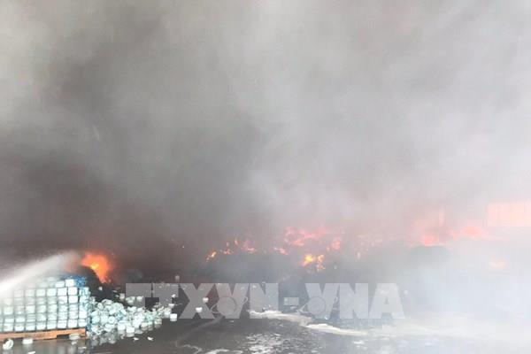 Bình Dương: Cháy 500m2 nhà xưởng tại công ty sản xuất đồ gốm