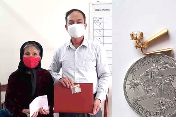 Cụ bà 90 tuổi ở Phú Thọ ủng hộ bông tai vàng để chống dịch COVID-19