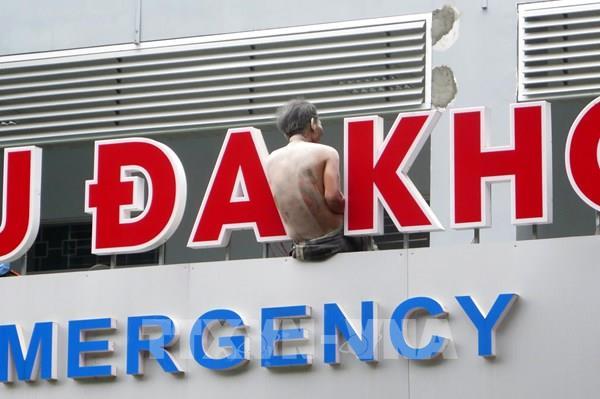 Khống chế đối tượng mang xăng phóng hỏa trong bệnh viện