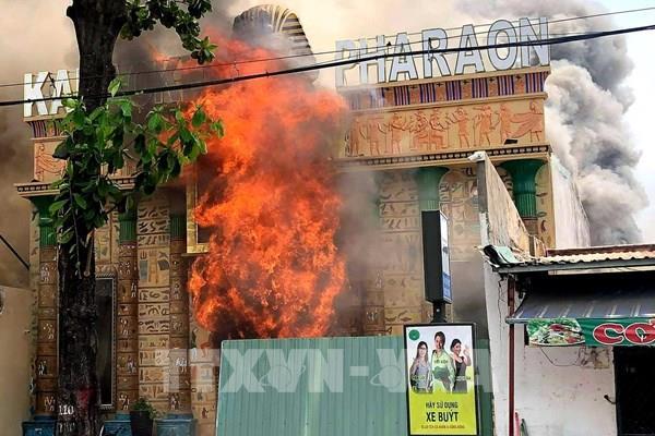 Tp Hồ Chí Minh: Cháy lớn tại quán karaoke đang sửa chữa