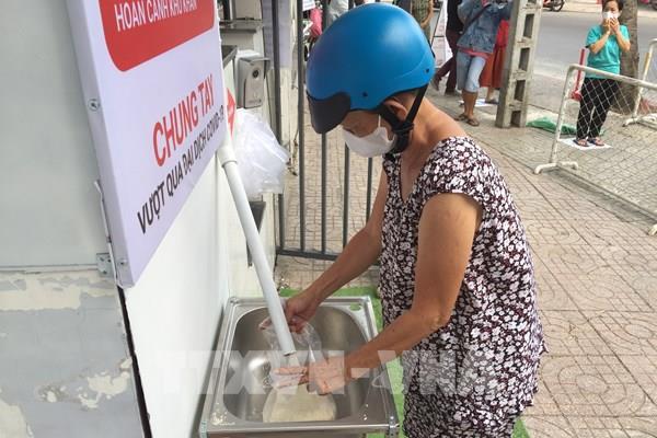 """""""ATM"""" gạo: Hỗ trợ người dân nghèo qua mùa dịch bệnh"""