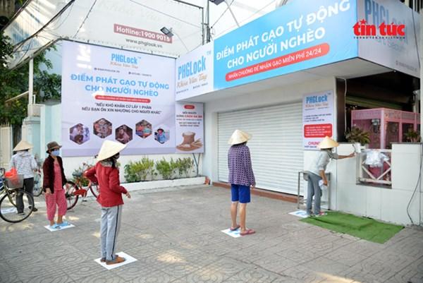 """Dịch COVID-19: """"ATM gạo"""" miễn phí dành cho người có hoàn cảnh khó khăn"""