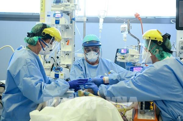 Italy, Mỹ xét nghiệm máu tìm kháng thể miễn nhiễm với SARS-CoV-2