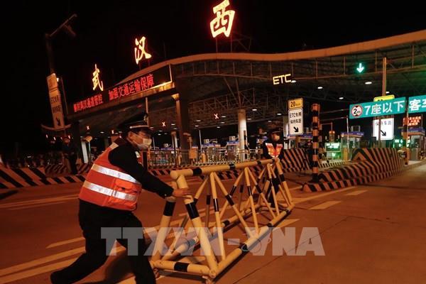 """Chuyên gia: Nguy cơ xảy ra """"làn sóng thứ hai"""" của COVID-19 ở Trung Quốc"""