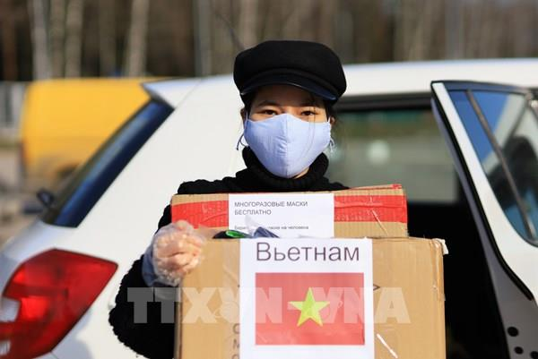 Sức lan tỏa từ chiếc khẩu trang nhỏ bé của người Việt ở Moskva