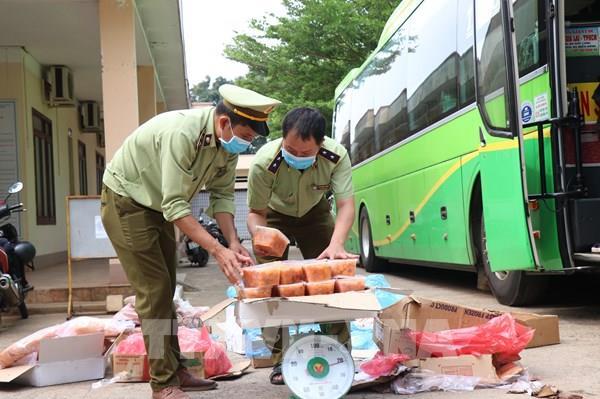 Đắk Lắk: Phát hiện xe khách vận chuyển thịt động vật không rõ nguồn gốc