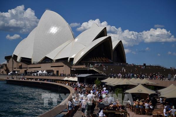 S&P hạ đánh giá triển vọng xếp hạng nợ công của Australia