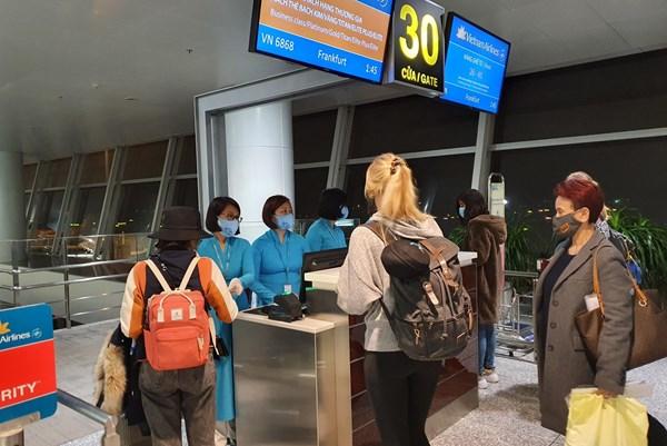 Vietnam Airlines vận chuyển công dân EU và trang bị y tế viện trợ 5 nước châu Âu