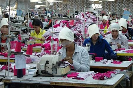 EU bắt đầu rút một phần ưu đãi thuế quan EBA đối với Campuchia