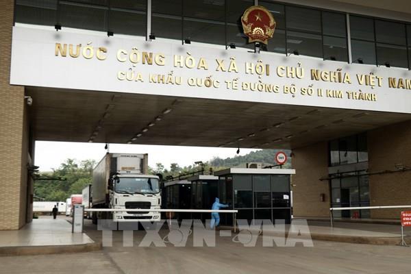 Chỉ lái xe hộ khẩu thường trú Lạng Sơn được phép sang Trung Quốc giao nhận hàng hoá