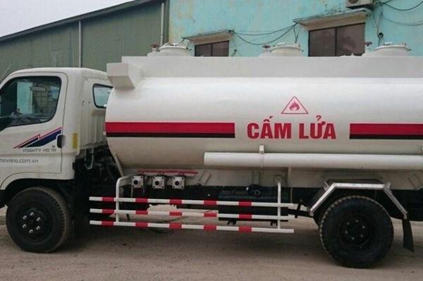 Phương tiện vận tải hàng hóa nguy hiểm phải dán biểu trưng hàng nguy hiểm