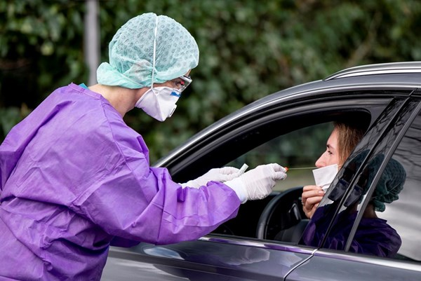 """Dịch vụ phục vụ trực tiếp cho ô tô """"nở rộ"""" tại Nhật Bản do dịch COVID-19"""