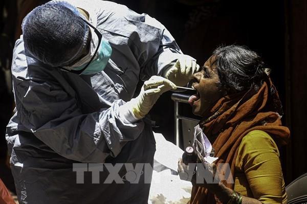 """Ấn Độ """"đau đầu"""" với bài toán phong tỏa các khu ổ chuột"""
