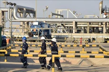 """Bước đi rón rén của các """"đại gia"""" trên thị trường dầu mỏ"""