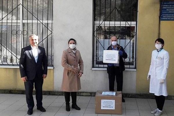 Dịch COVID-19: Công ty của người Việt tặng Moldova 600 bộ xét nghiệm