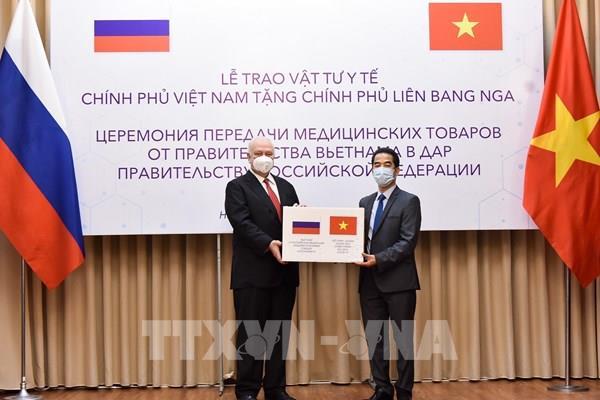 Việt Nam tặng Liên bang Nga vật tư y tế phòng, chống dịch COVID-19