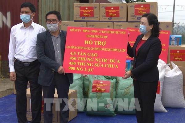 Hỗ trợ nhu yếu phẩm cho gần 3.000 hộ ở thôn Hạ Lôi, Hà Nội