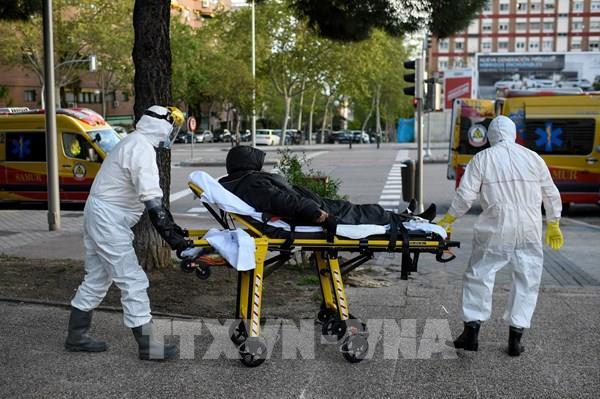 Cập nhật dịch COVID-19 tối 14/4: Số ca tử vong trên toàn thế giới vượt 120.000 người
