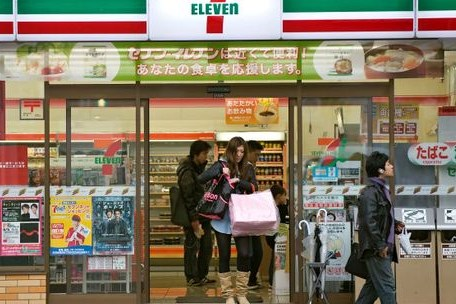 Dịch COVID-19: Các nhà bán lẻ Nhật Bản đối mặt khó khăn do chi tiêu tiêu dùng giảm