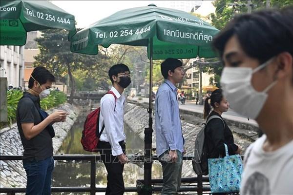 """Thái Lan lắp đặt """"Hộp COVID"""" để bảo vệ nhân viên y tế khi lấy mẫu xét nghiệm"""