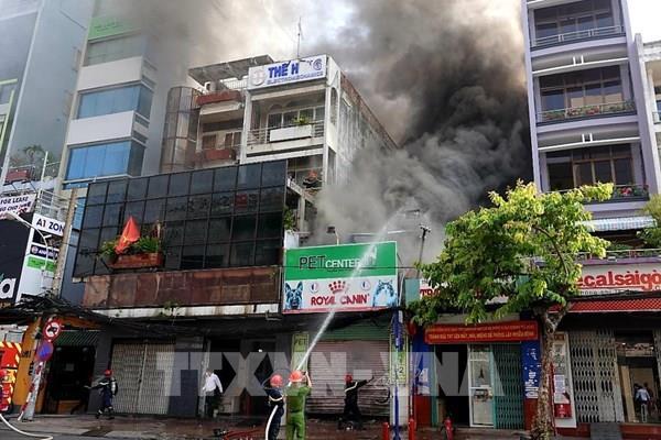 Tp. Hồ Chí Minh: Cháy lớn thiêu rụi nhiều tài sản tại cửa hàng Pet Center