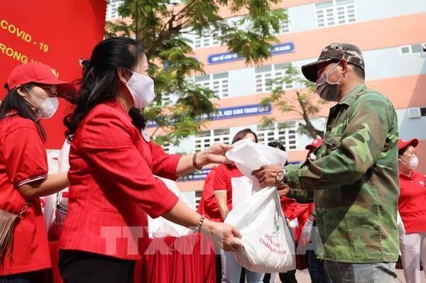 Hà Nội tổ chức 6 điểm phát thực phẩm miễn phí cho người khó khăn