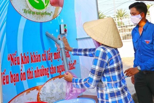 """Báo chí nước ngoài ấn tượng với """"ATM gạo"""" của Việt Nam"""