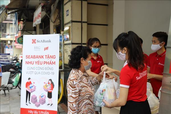 SeABank trao hơn 16.000 suất quà đến người khó khăn do COVID-19