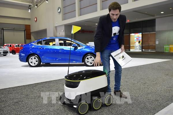 """Robot giao hàng - """"trợ thủ"""" mùa dịch COVID-19"""