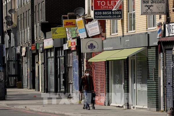 Fitch giữ nguyên đánh giá triển vọng tiêu cực cho kinh tế Anh