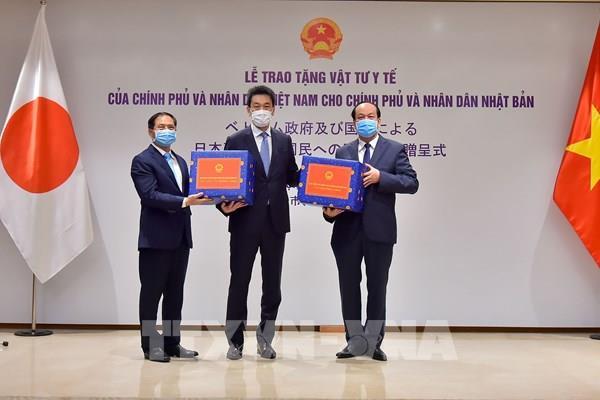 Trao vật tư y tế phòng, chống dịch COVID-19 tặng các nước Nhật Bản, Hoa Kỳ và Nga