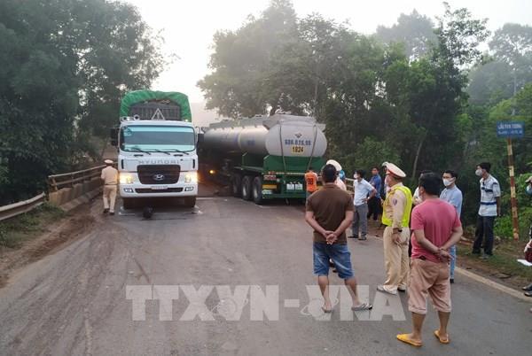 Giải tỏa ách tắc sau tai nạn giao thông trên cầu Pantoong, Bình Phước