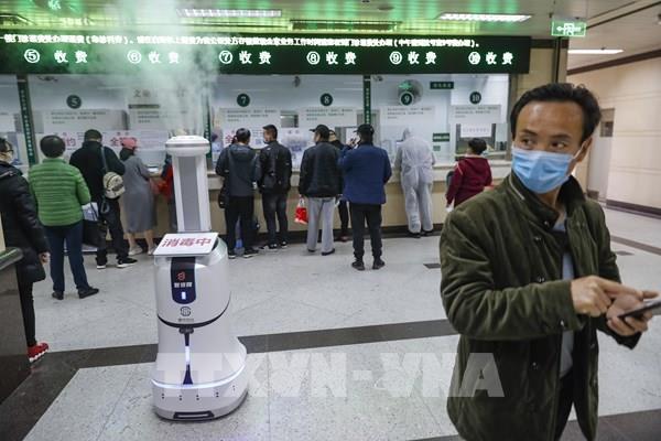 Nhật Bản giới thiệu robot khử trùng tự động tại ga mới ở Toyko