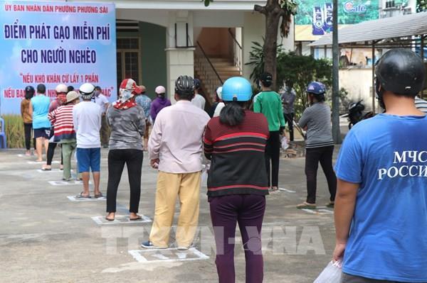 """Nhiều địa phương đưa """"ATM gạo"""" vào hoạt động, hỗ trợ người dân khó khăn"""