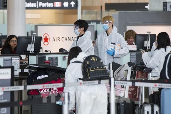 Canada yêu cầu hành khách đi máy bay bắt buộc phải đeo khẩu trang