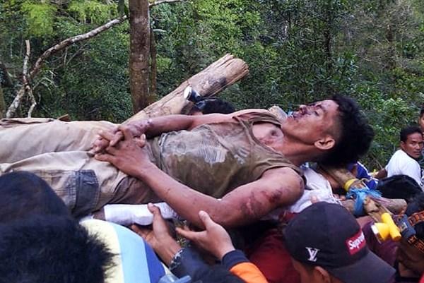 Sập mỏ khai thác vàng trái phép tại Indonesia